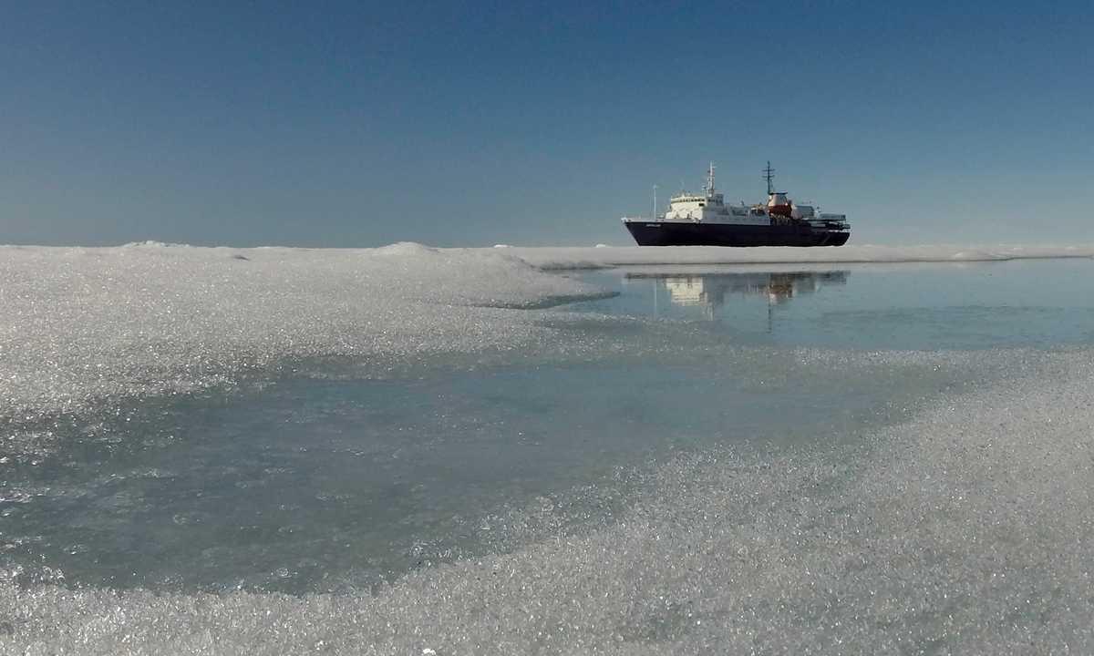 OCE_3_Christophe-Gouraud_RTD_Ortelius_pack_ice_Spitsbergen_July