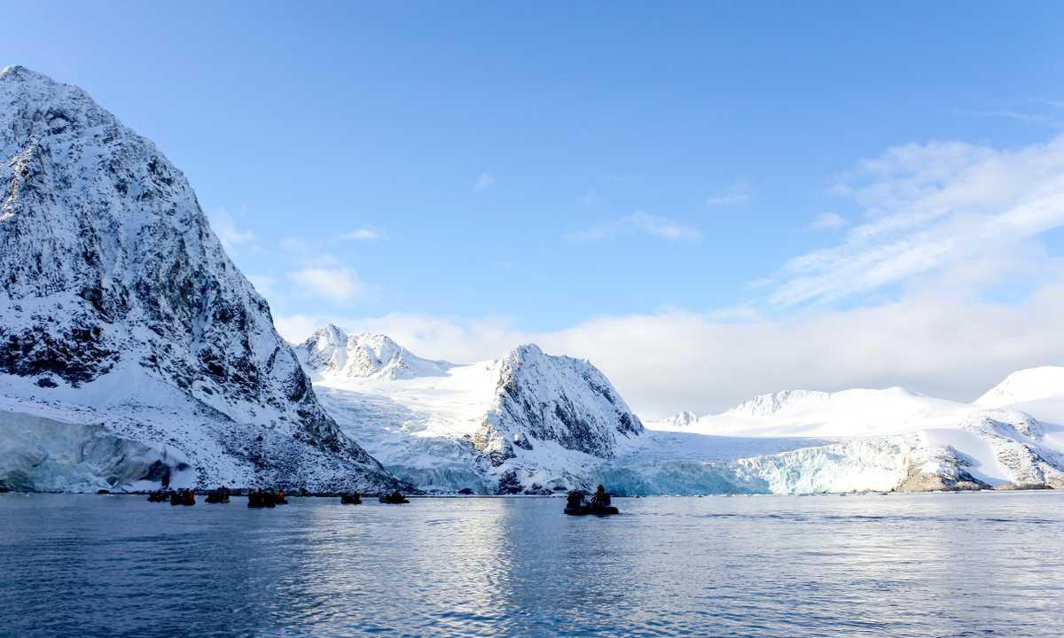 SW_3_Lauren-Amos_ALL_Svalbard_Landscape_ice_zodiac-e